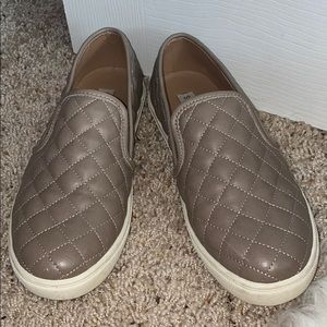 Steve Madden Size 8 Quilted Sneakers